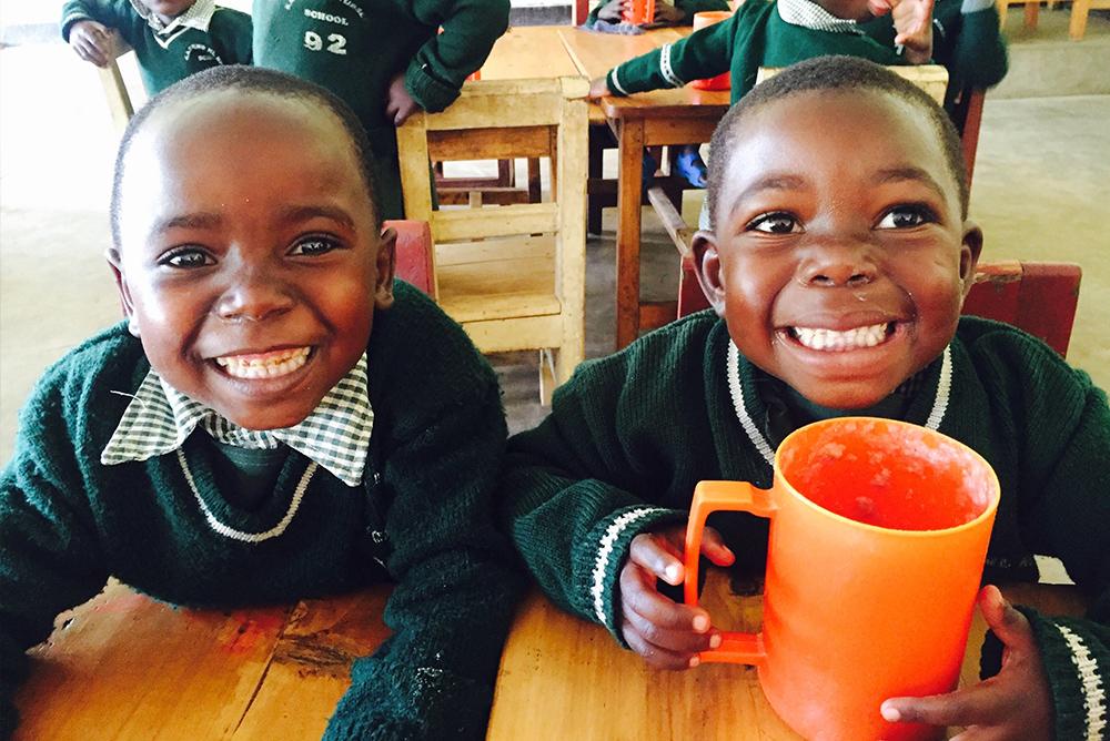 先進国での1食が、アフリカのウガンダなどの子供たちの給食に1食に