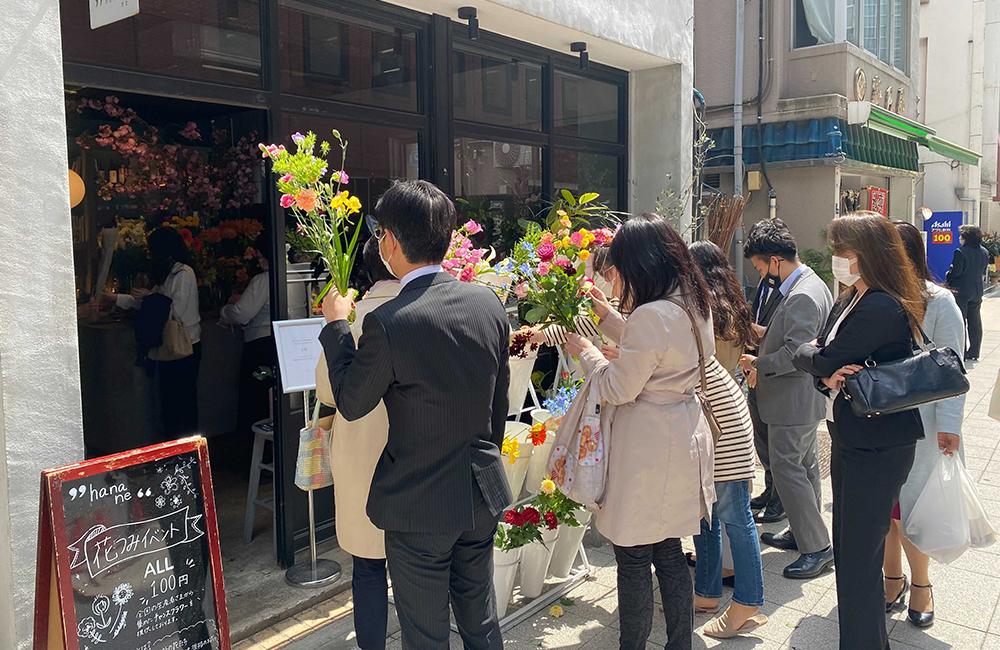 規格外生花「チャンスフラワー」を1本100円で販売するイベント「花つみ」